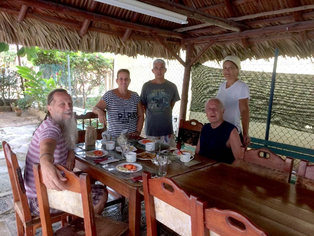 Cuba-1000-web-Joelle-Aubry---Veradero-great-staff