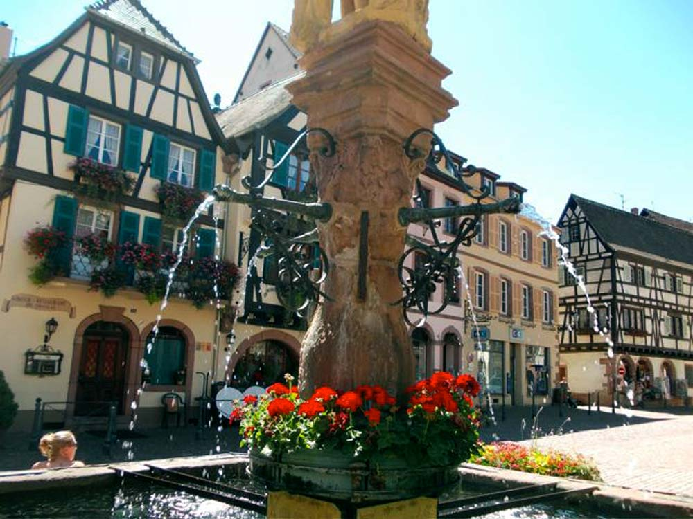 Alsace-1000-web Fountain-in-Kaysersberg_2