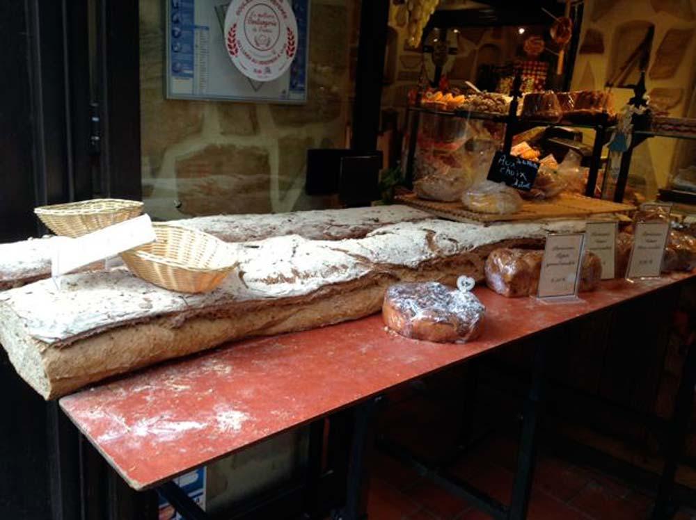 Alsace-1000-web-Ribeauvillé-boulangerie-Un-très-grand-pain_2