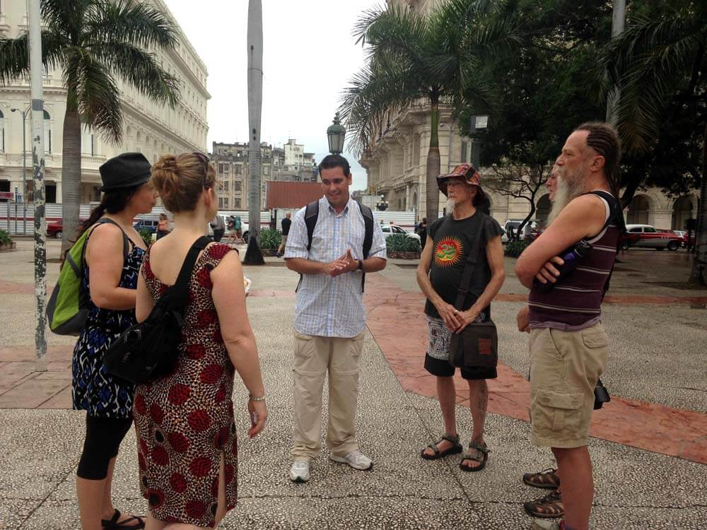 Meeting-Alain-our-guide Cuba 1000 web